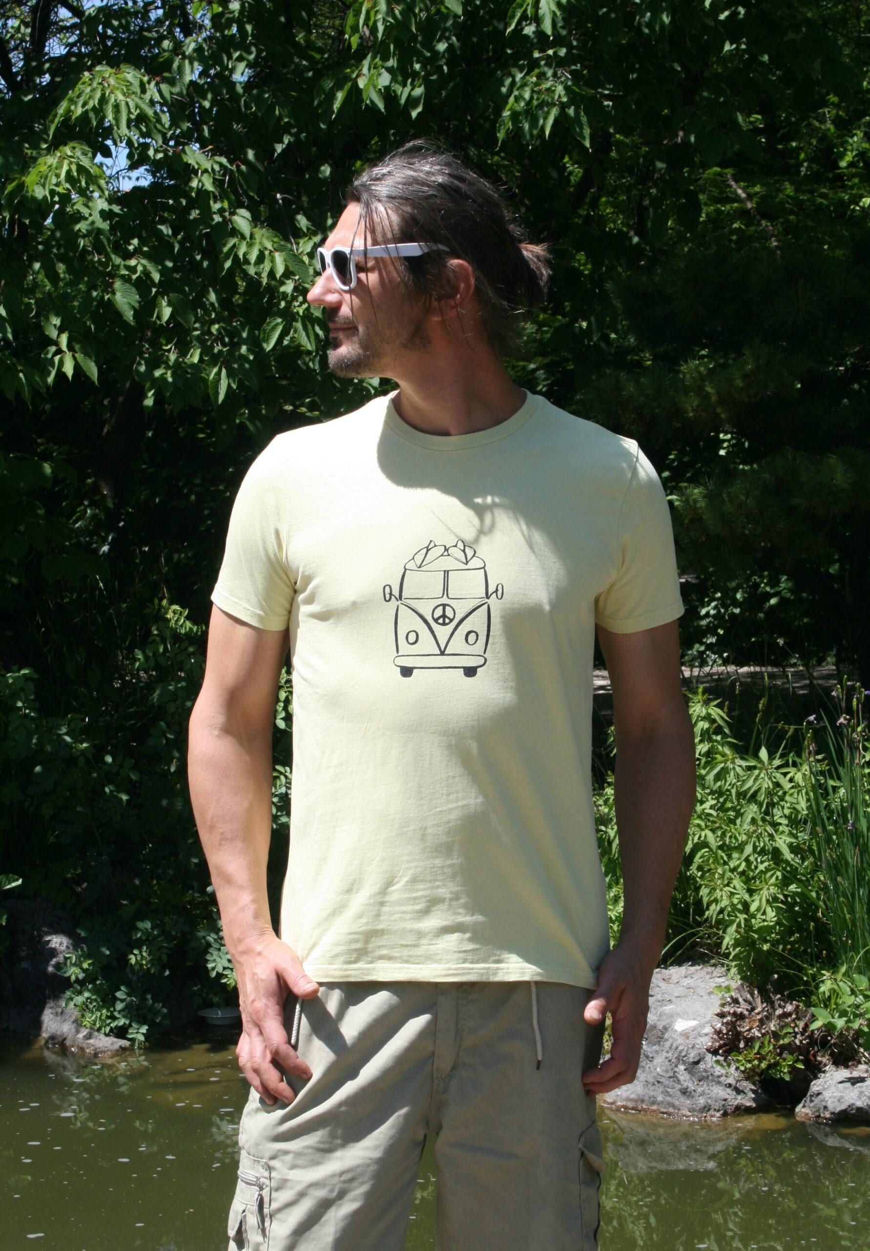 Hippiebus auf pale lemon shirt