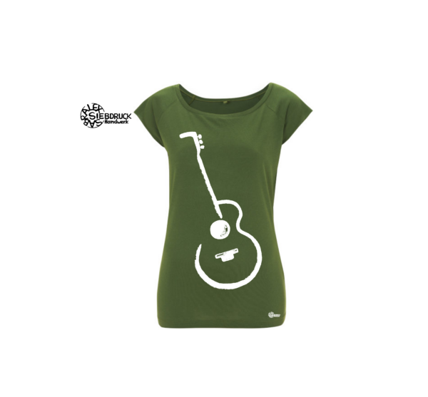 gitarre weiß auf grünem T-Shirt